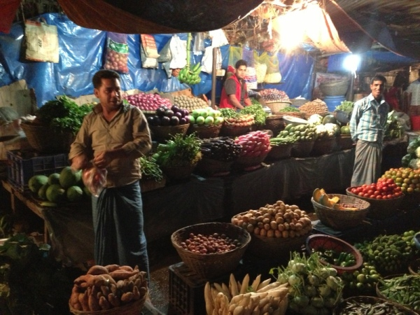 Bangladesh: NOW LOOK AT VEGGIES! So nice....